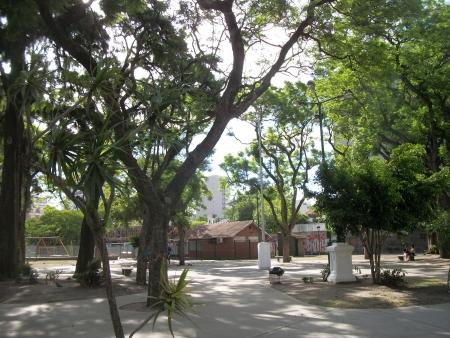 Villa Urquiza: Reunión de vecinos por la puesta en valor de la Plaza Esteban Echeverría